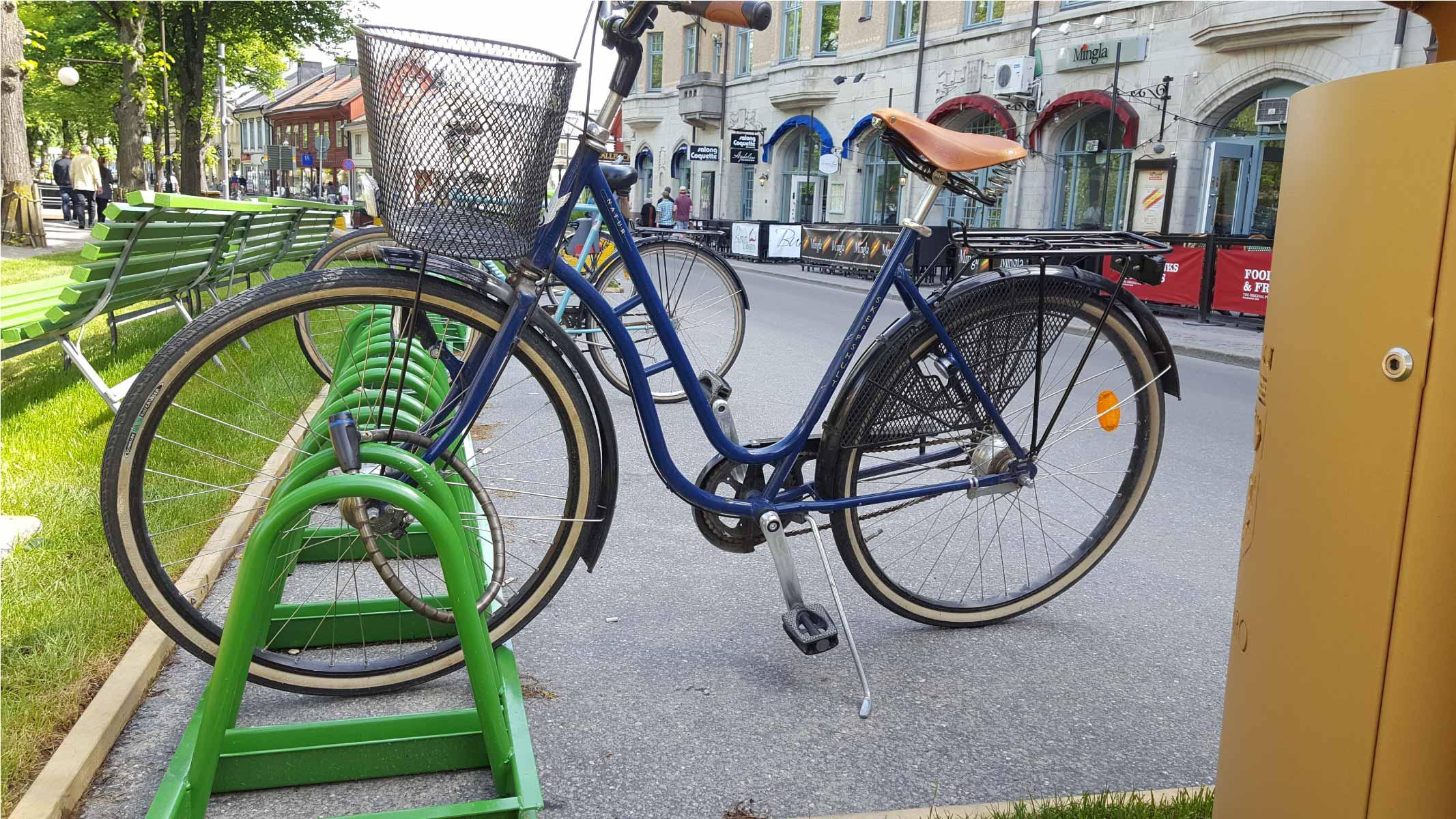 Cyklos pyöräteline ZETA lukitus kaarella vihreänä