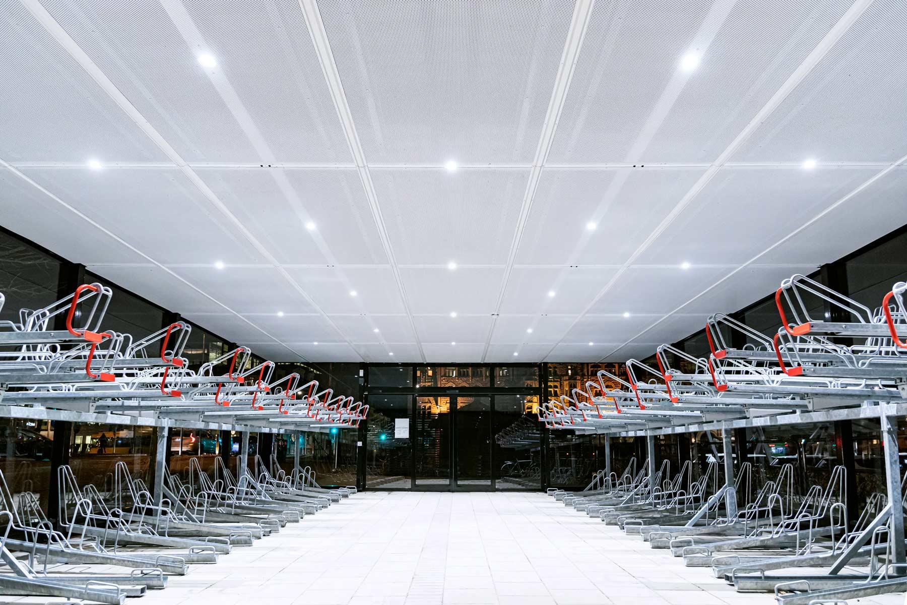 pyörätalli sisäkatolla luo korkeampaa muotoilua