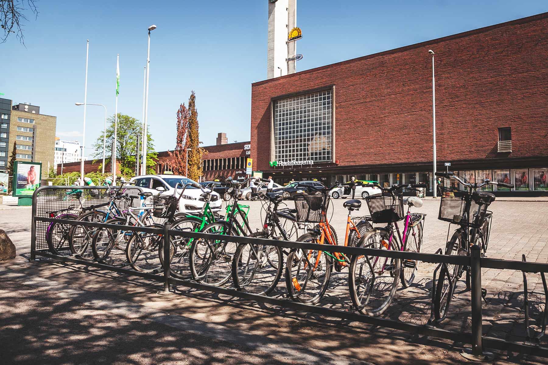 Pyöräpysäköinti Tampereen rautatieasemalla