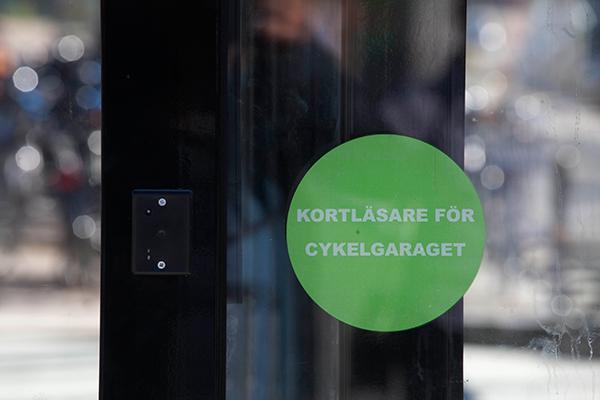 Cykelgarage FLOW med bild på information om access-kort