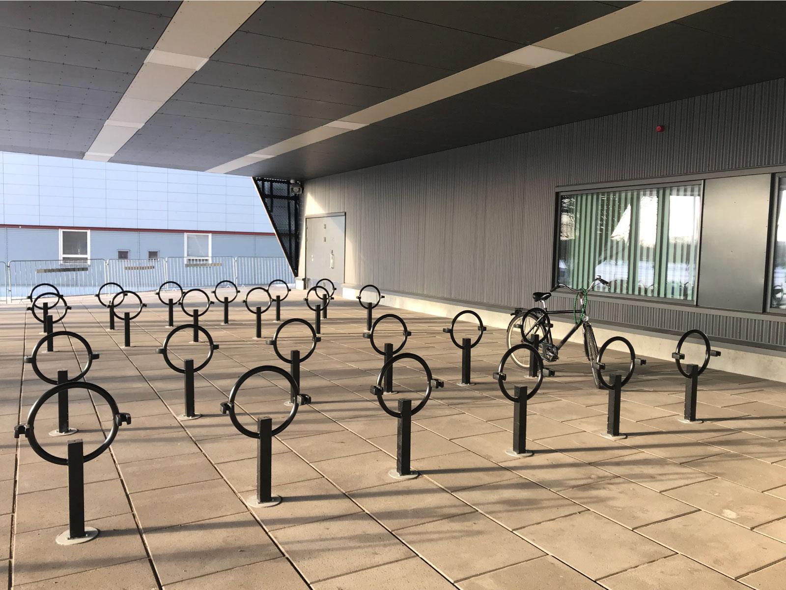 Cykelpollare OMEGA med hållare