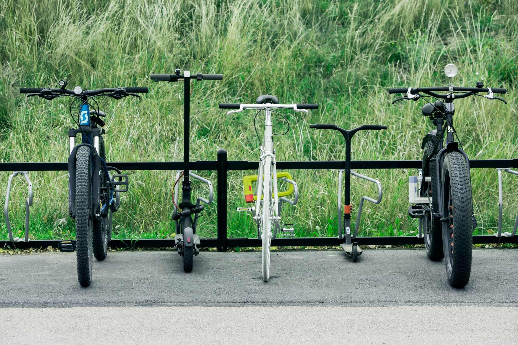 Cykelparkering för skolgård. Passar cyklar, kickbikes, sparkcyklar.