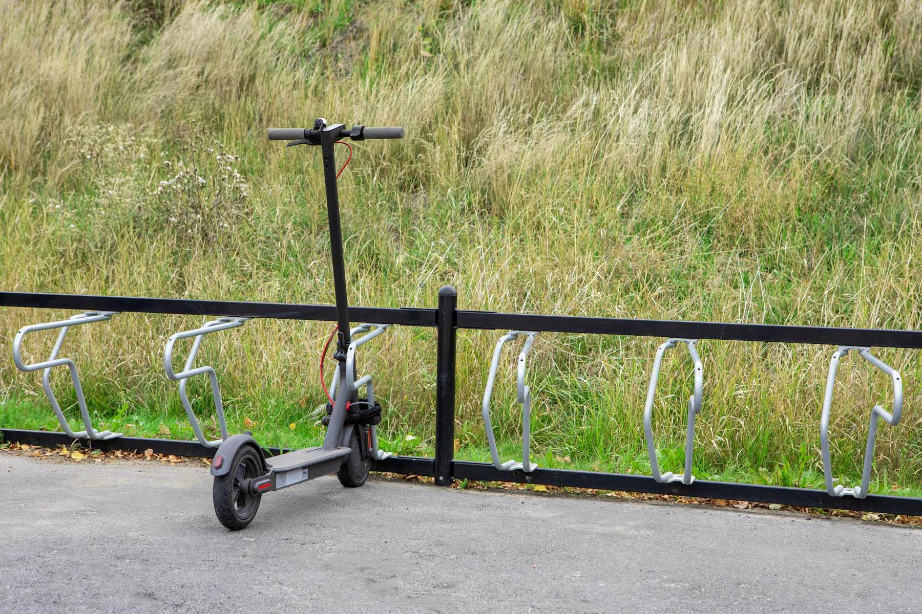 Parkeringslösning för elsparkcyklar