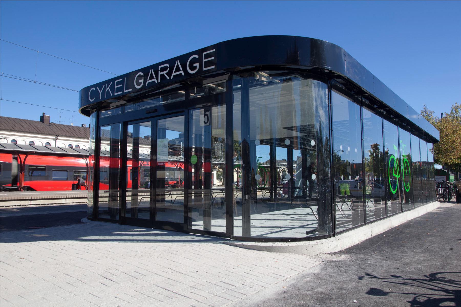 Cykelgarage FLOW för offentlig miljö vid tågstationen i Katrineholm