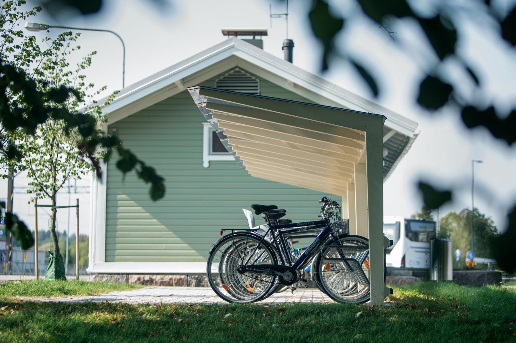 Robust cykeltak i stål med ramlåsning