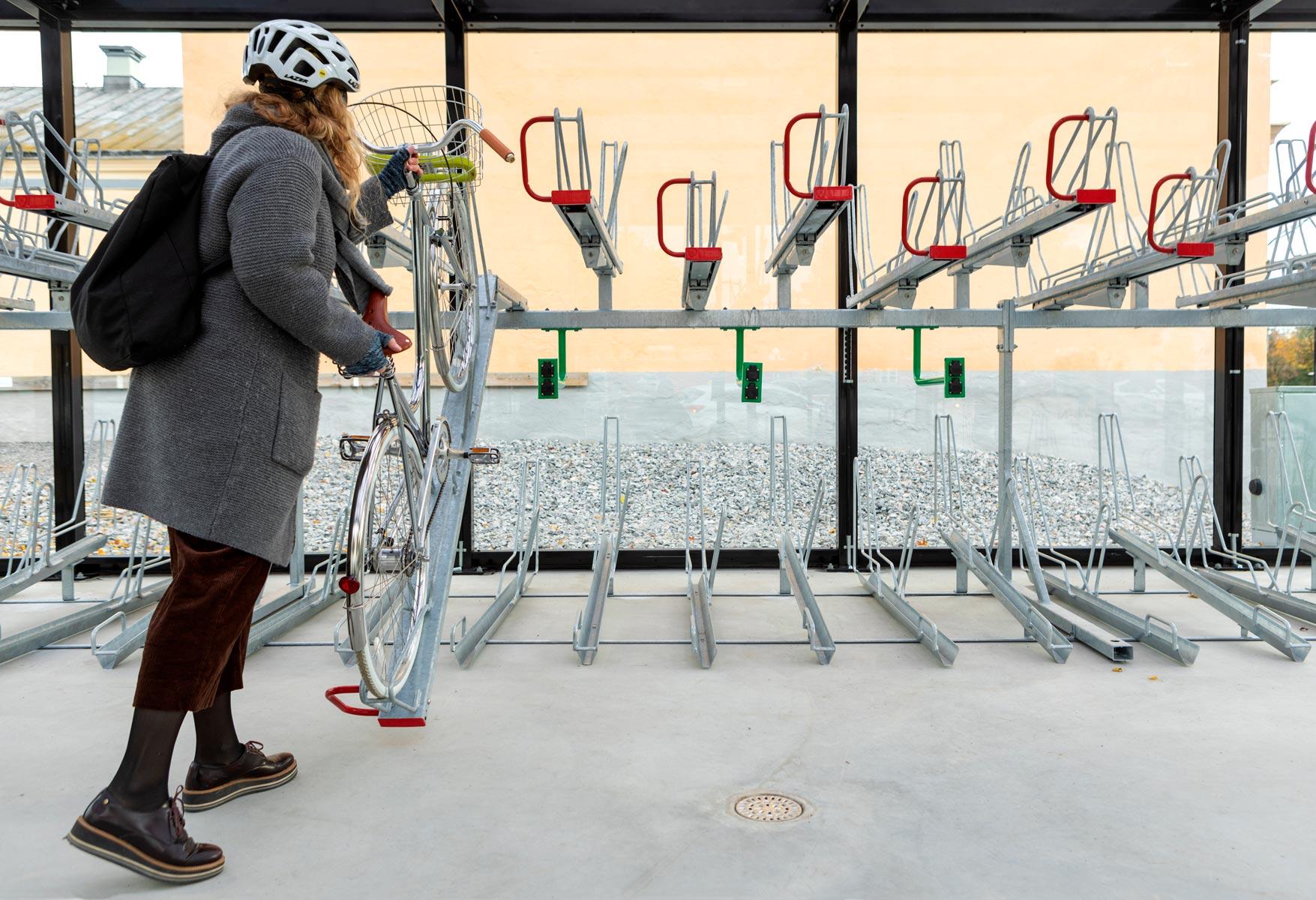 Tvåvåningsställ i cykelgarage