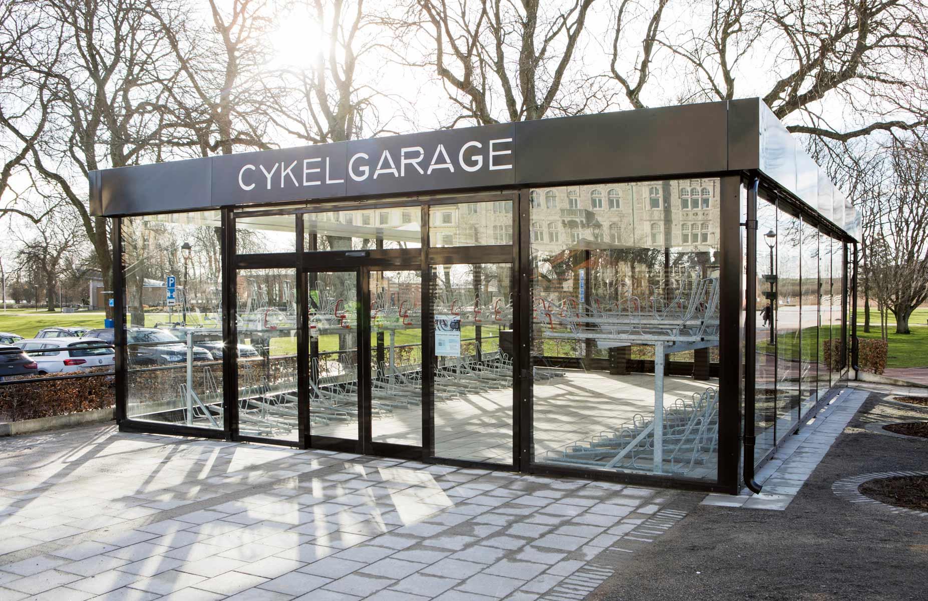 Vid LINK cykelgarage kan man parkera och utföra cykelservice på sin cykel